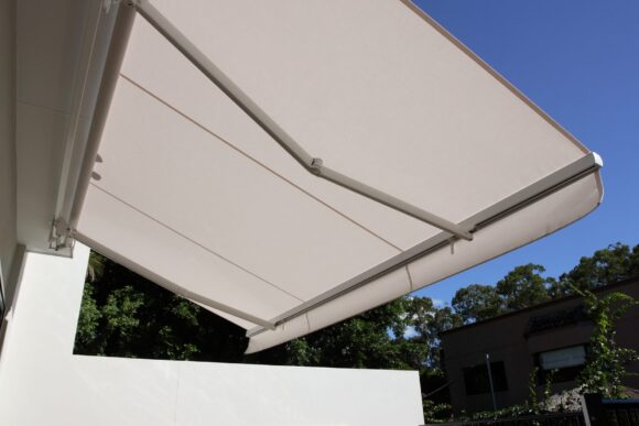 extendable arm awnings